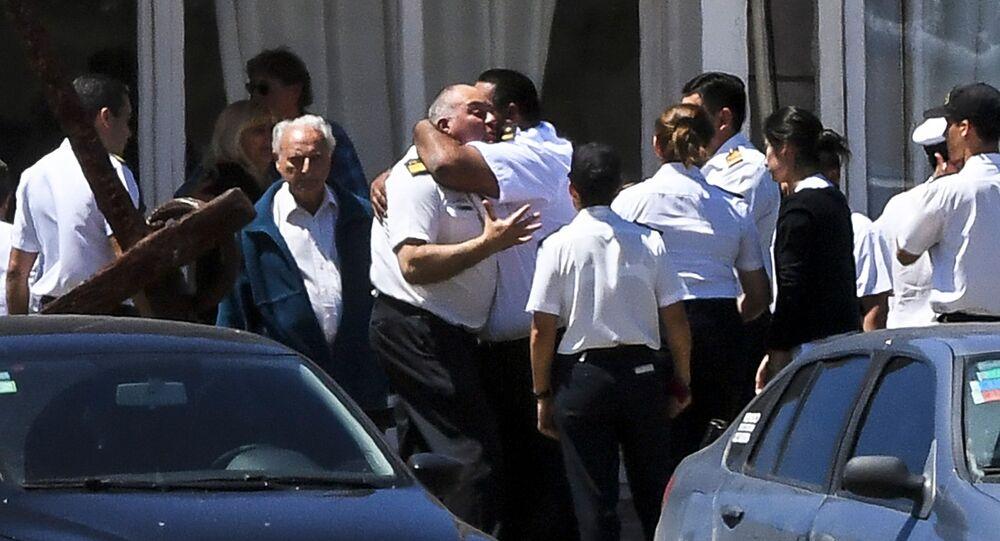 Krewni i bliscy członków załogi zaginionego okrętu podwodnego San Juan, Argentyna