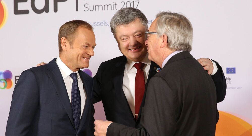 Przewodniczący Rady Europejskiej Donald Tusk, prezydent Ukrainy Petro Poroszenko i przewodniczący Komisji Europejskiej Jean-Claude Juncker na szczycie w Brukseli