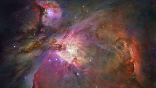 Pył kosmiczny i gaz w Wielkiej Mgławicy w Orionie - Sputnik Polska