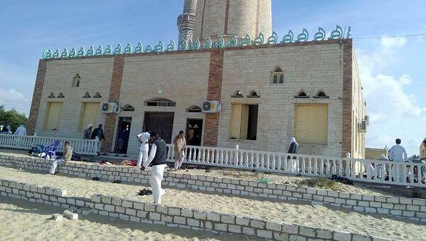 Meczet Rawda niedaleko od miasta El-Arisz na północy Synaju, gdzie doszło do zamachu - Sputnik Polska