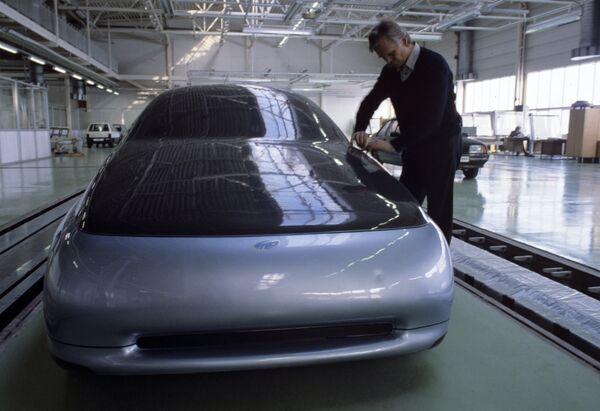 Prototyp samochodu przyszłości, skonstruowany w ośrodku naukowo-technicznym Wołżańskiej Fabryce Samochodów. 1993 rok. - Sputnik Polska