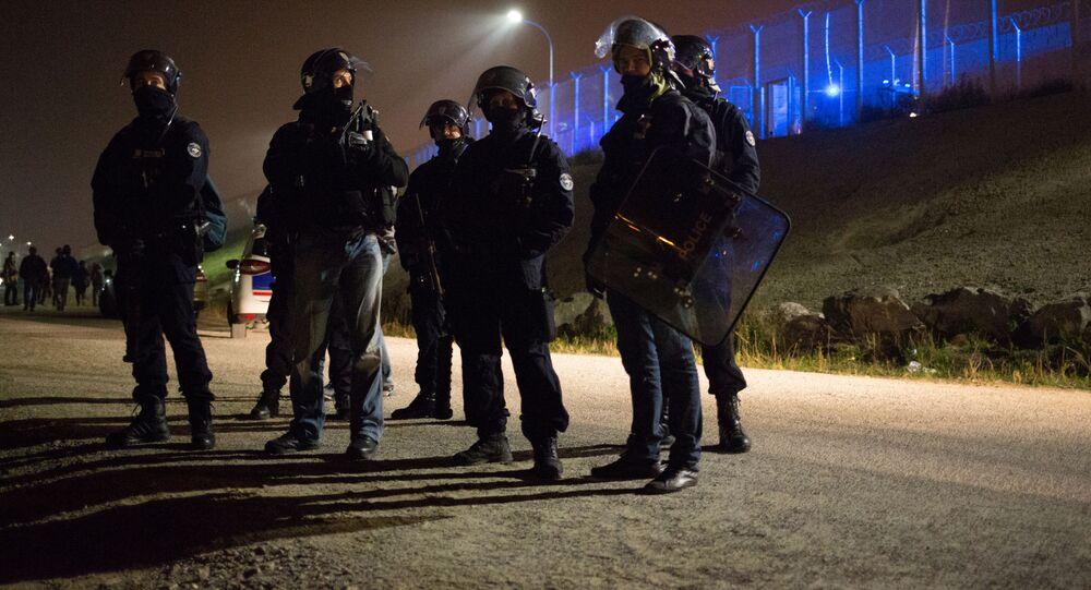Policjanci w Calais, Francja