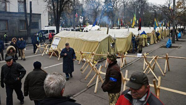 Miasteczko namiotowe przed Radą Najwyższą w Kijowie - Sputnik Polska
