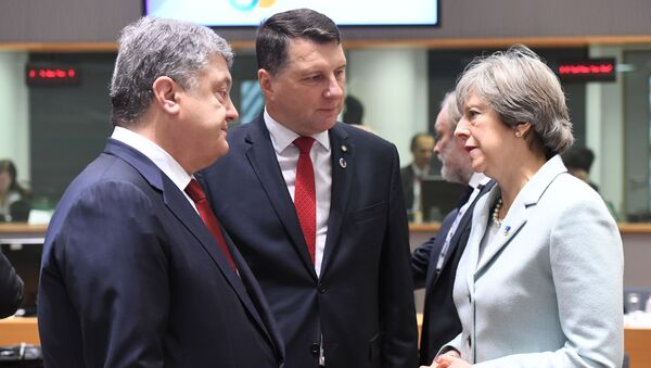 Petro Poroszenko, Raimonds Vejonis i Theresa May - Sputnik Polska