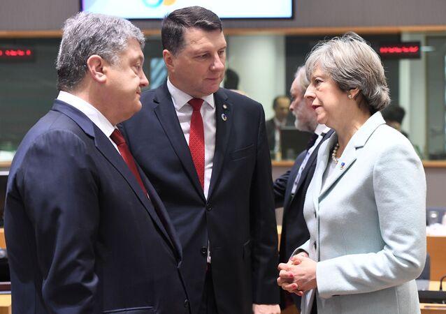 Petro Poroszenko, Raimonds Vejonis i Theresa May