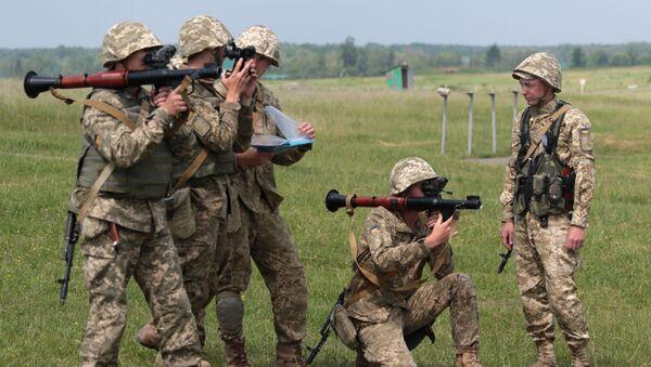 Ukraińscy żołnierze podczas ćwiczeń wojskowych - Sputnik Polska