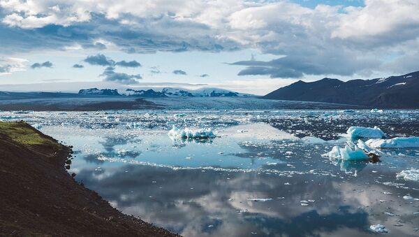 Topniejący lód w Islandii - Sputnik Polska