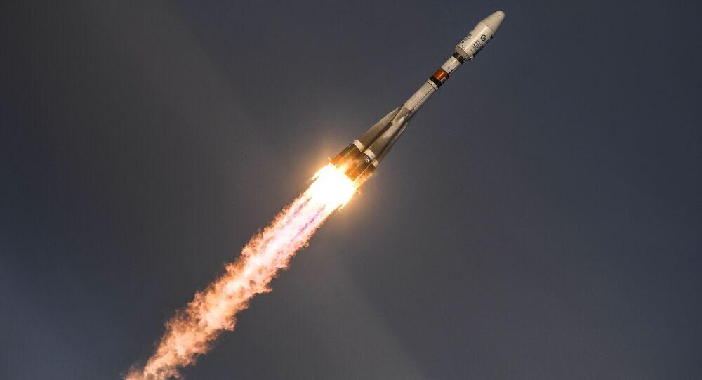 """Wystrzelenie rakiety nośnej """"Sojuz-2.1b"""" z satelitą """"Meteor"""" №2-1 z kosmodromu Wostocznyj"""