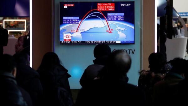 Wiadomość o odpaleniu północnokoreańskiej rakiety balistycznej. Seul - Sputnik Polska