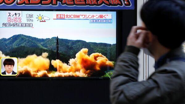 Wiadomość o starcie północnokoreańskiej rakiety balistycznej, Tokio - Sputnik Polska