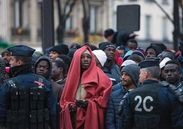 Migranci w Paryżu