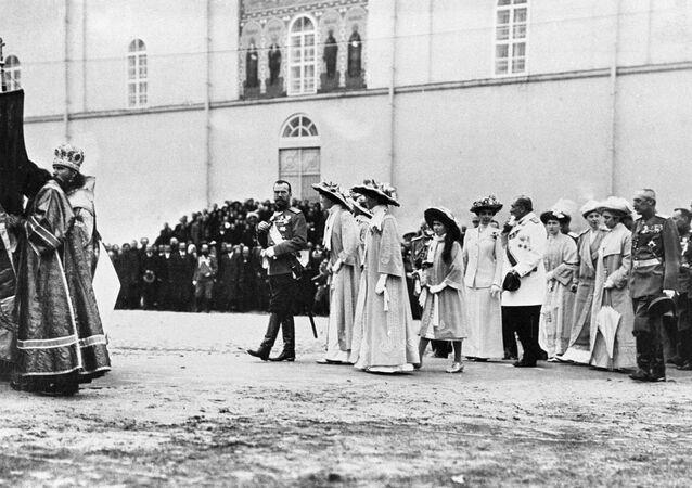 Car Mikołaj II z rodziną