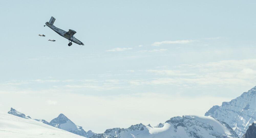 Duet wingsuitowy nad Alpami