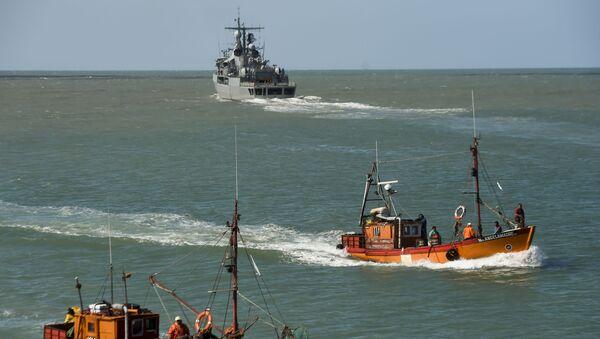 """Argentyński niszczyciel ARA Sarandi biorący udział w poszukiwaniu zaginionego okrętu podwodnego """"San Juan"""" - Sputnik Polska"""
