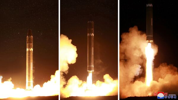 Korea Północna wystrzeliła międzykontynentalną rakietę balistyczną Hwasong-15 - Sputnik Polska