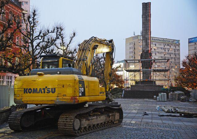 Demontaż Pomnika Wdzięczności dla Armii Czerwonej w centrum Szczecina