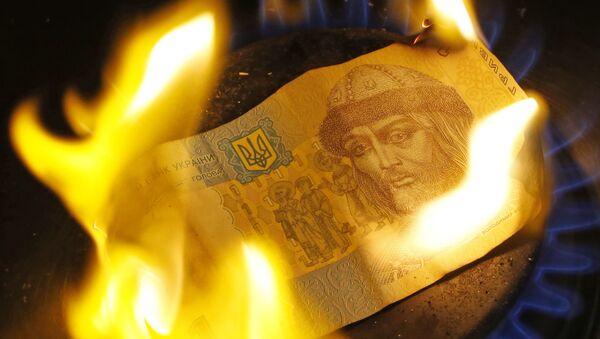 Banknoty hrywny spala się na palniku gazowym - Sputnik Polska