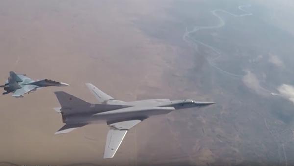 Bombowce dalekiego zasięgu Tu-22M3 zaatakowały pozycje  terrorystów w syryjskiej prowincji Dajr az-Zaur. - Sputnik Polska