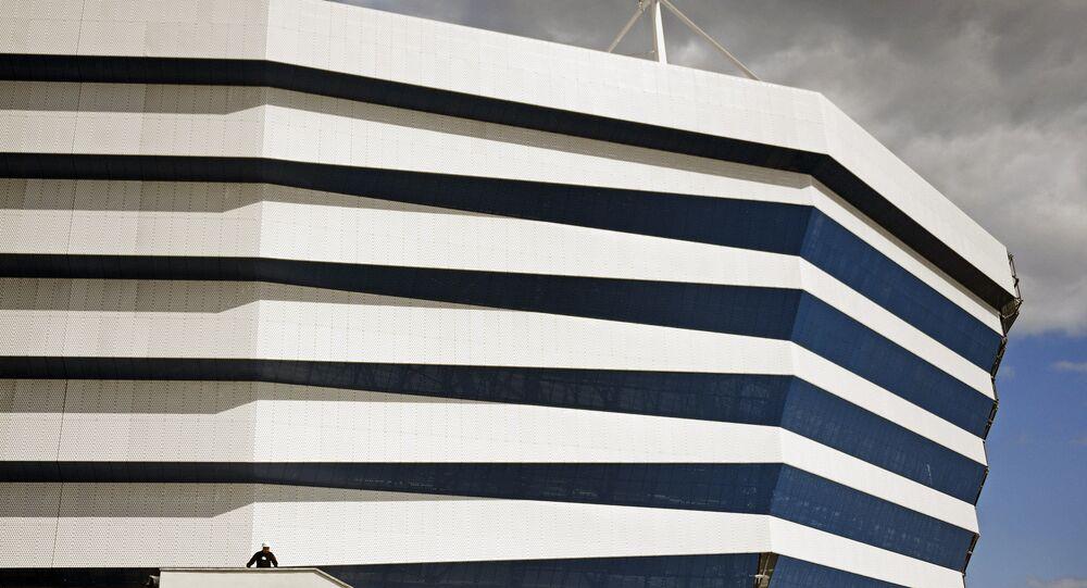 """Fragment fasady """"Stadionu Kaliningrad"""" budowanego na Mistrzostwa Świata w Piłce Nożnej 2018 na Wyspie Październikowej"""