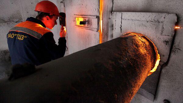 Pracownik fabryki cementu w miejscowości Tiepłooziorsk pod Birobidżanem - Sputnik Polska