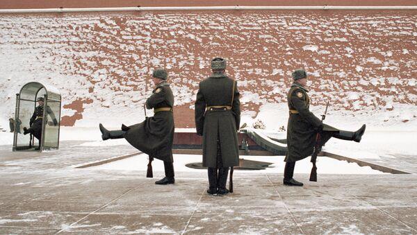 Zmiana warty honorowej przy Grobie Nieznanego Żołnierza, 2002 rok - Sputnik Polska