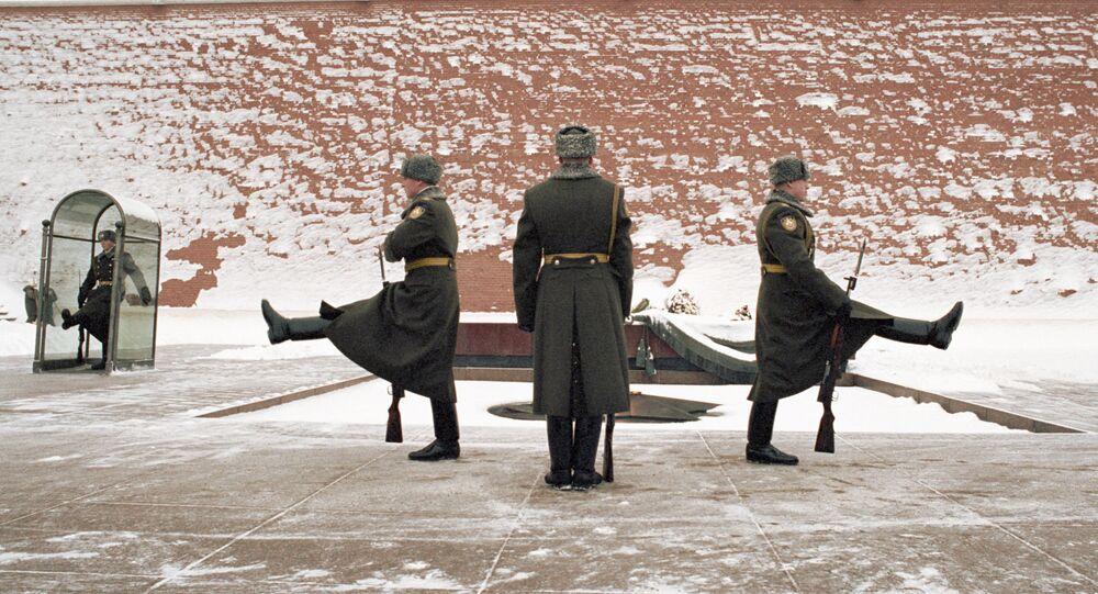Zmiana warty honorowej przy Grobie Nieznanego Żołnierza, 2002 rok