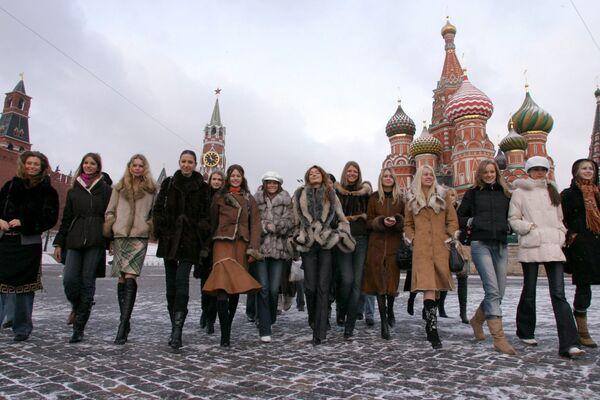 Uczestniczki Międzynarowdowego konkursu modelek Best of the Best na Placu Czerwonym, 2004 rok - Sputnik Polska