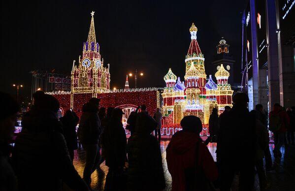 Świąteczne dekoracje na centrum handlowym Europejski - Sputnik Polska