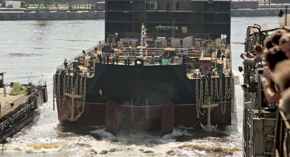 Wodowanie bloku energetycznego pływającej elektrociepłowni atomowej Akademik Łomonosow