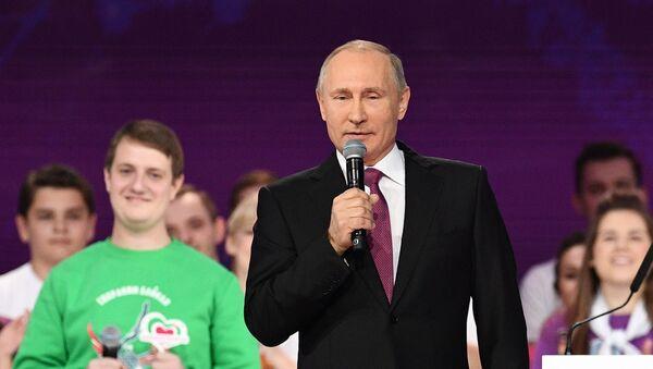 """Władimir Putin na na ceremonii wręczenia nagrody """"Rosyjski wolontariusz 2017"""" - Sputnik Polska"""