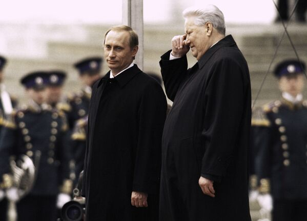 Pierwszy prezydent Federacji Rosyjskiej Borys Jelcyn i prezydent  Federacji Rosyjskiej Władimr Putin, 2000 rok - Sputnik Polska