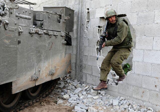 Izraelski żołnierz w Strefie Gazy
