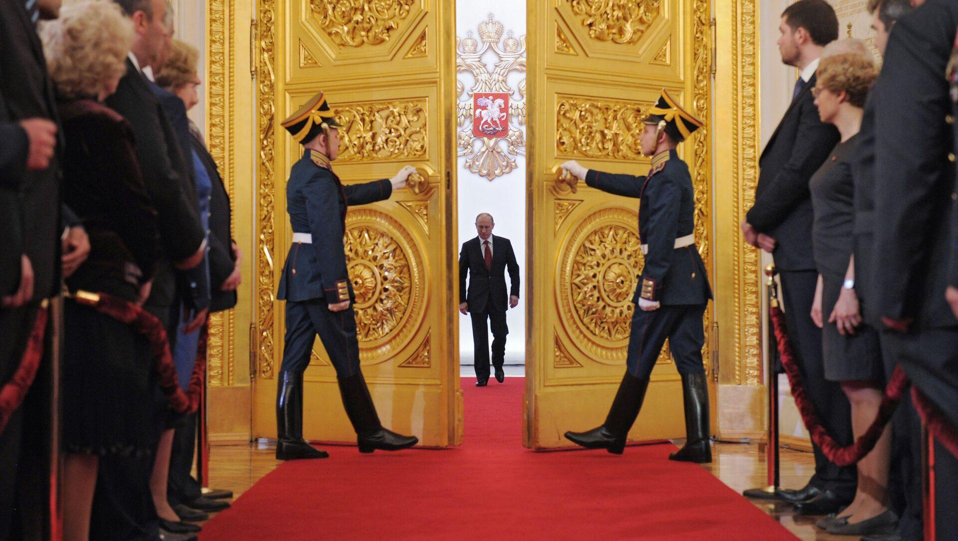 Władimir Putin w Wielkim Pałacu Kremlowskim podczas ceremonii objęcia stanowiska prezydenta, 2012 rok - Sputnik Polska, 1920, 24.04.2021