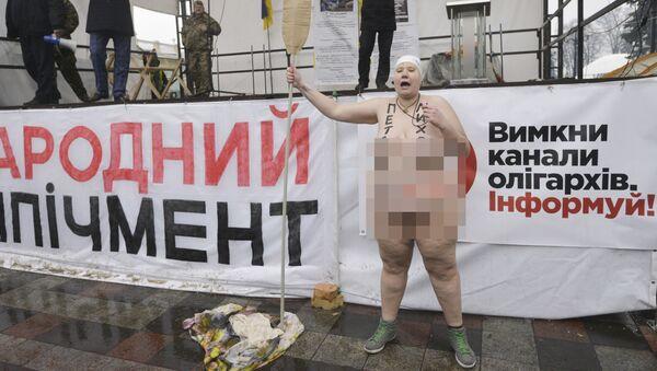 Aktywistka Femen podczas akcji pod Budynkiem Rady Najwyższej Ukrainy w Kijowie - Sputnik Polska