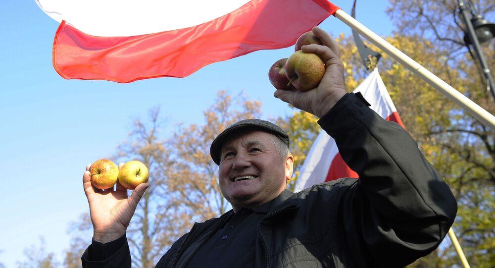 Protesty rolników w Warszawie przeciwko zakazowi eksportu owoców i warzyw do Rosji