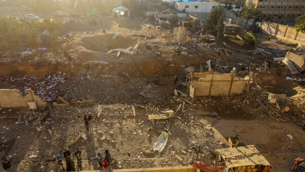 Palestinians look at the damage at a Hamas military facility early on December 9, 2017, in the aftermath of an Israeli air strike in Beit Lahia, in the northern Gaza Strip - Sputnik Polska