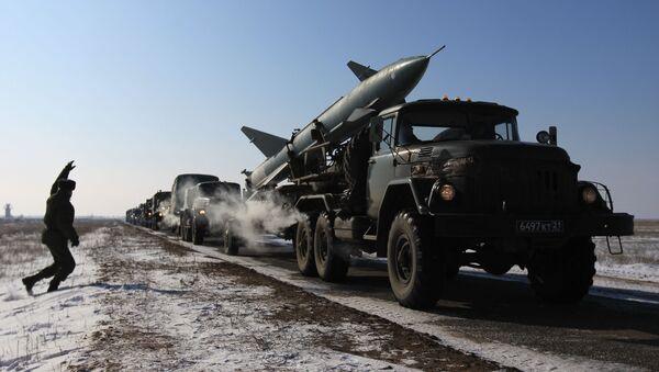 Колонна военной техники на марше - Sputnik Polska