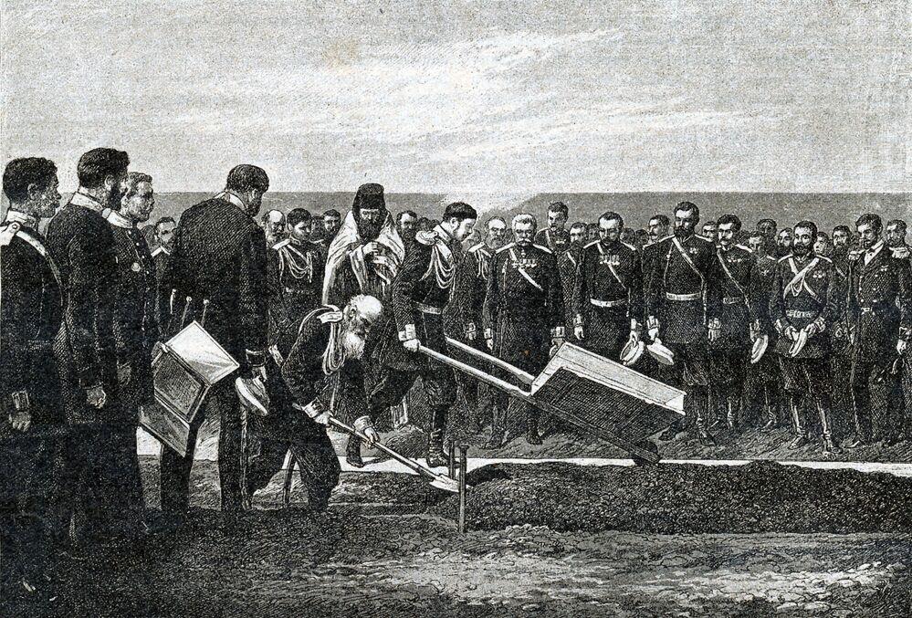 W ceremonii rozpoczęcia budowy Kolei Transsyberyjskiej uczestniczył przyszły car Rosji Mikołaj II.