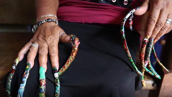 Ta kobieta posiada najdłuższe paznokcie w Kolumbii - Sputnik Polska