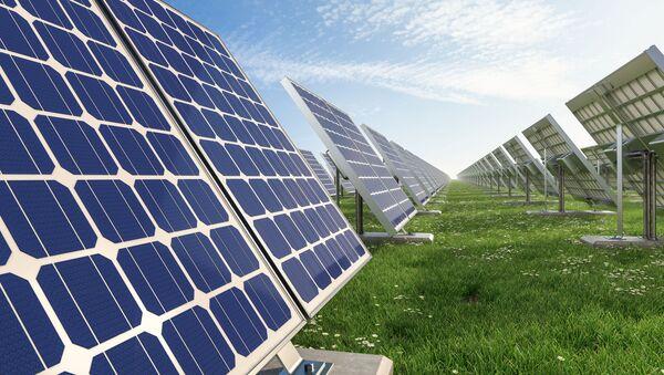 Baterie słoneczne na polu - Sputnik Polska