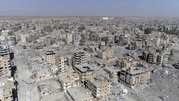 Zburzone domy w syryjskiej Rakce - Sputnik Polska