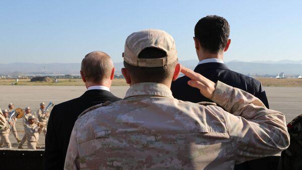 Władimir Putin i Baszar Asad na rosyjskiej bazie wojskowej w Hmeimim - Sputnik Polska