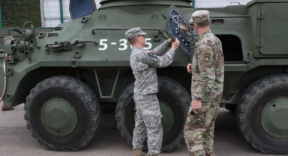 Amerykańscy wojskowi na poligonie jaworowskim w obwodzie lwowskim. Zdjęcie archiwalne