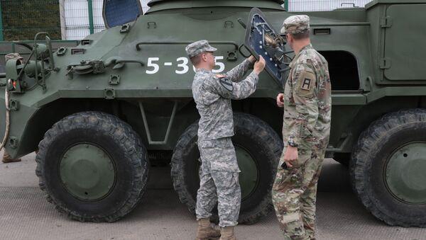Amerykańscy wojskowi na poligonie jaworowskim w obwodzie lwowskim. Zdjęcie archiwalne - Sputnik Polska