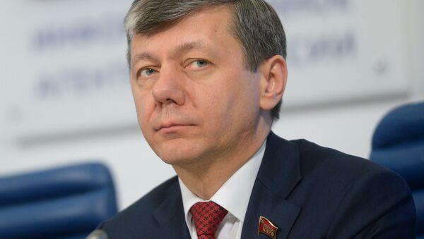 Pierwszy wiceprzewodniczący Komisji Dumy Państwowej ds. Międzynarodowych Dmitrij Nowikow - Sputnik Polska