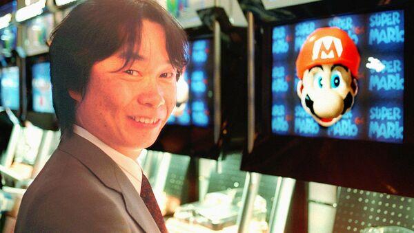 Projektant Nintendo prezentuje grę Super Mario przed jej pojawieniem się na niemieckim rynku - Sputnik Polska