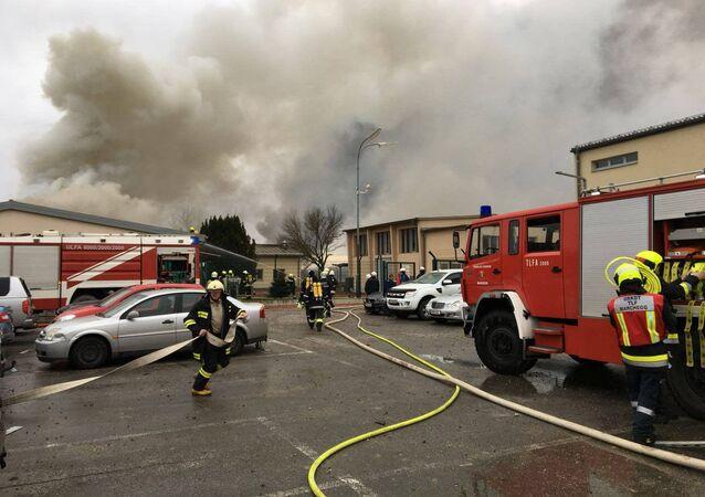 Straż pożarna na miejscu wybuchu gazociągu w Baumgarten w Austrii