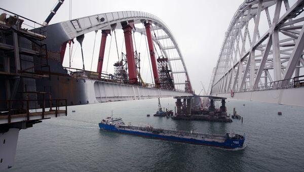 Budowa mostu przez Cieśninę Kerczeńską na Krym - Sputnik Polska