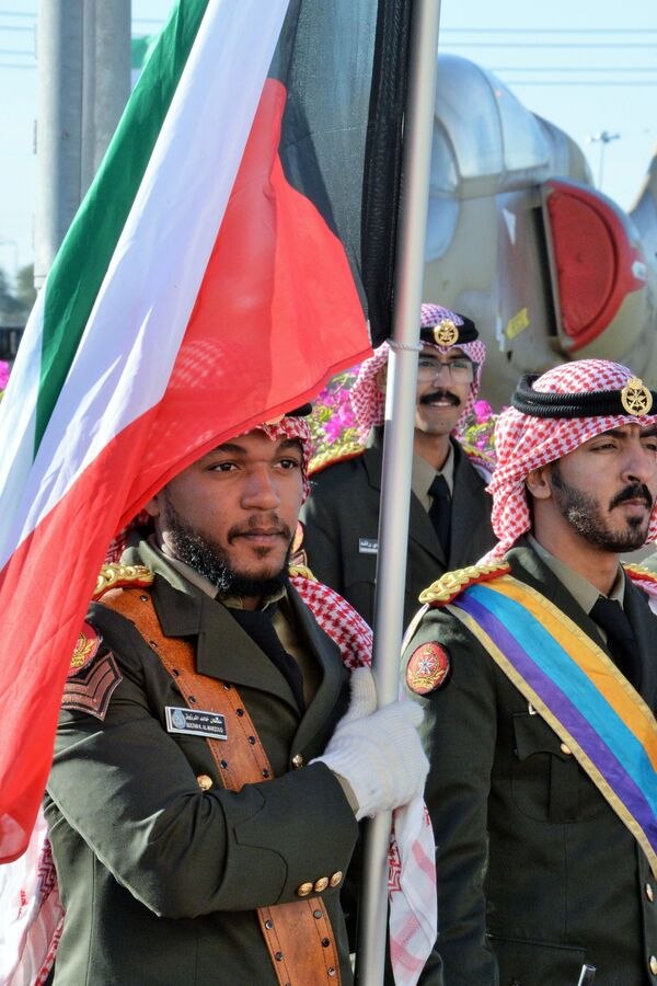 Żołnierze na ceremonii otwarcia międzynarodowej wystawy broni i sprzętu wojskowego Gulf Defence & Aerospace 2017 - Sputnik Polska