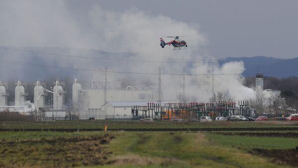 Śmigłowiec na miejscu wybuchu gazociągu w pobliżu gminy Baumgarten w Austrii - Sputnik Polska